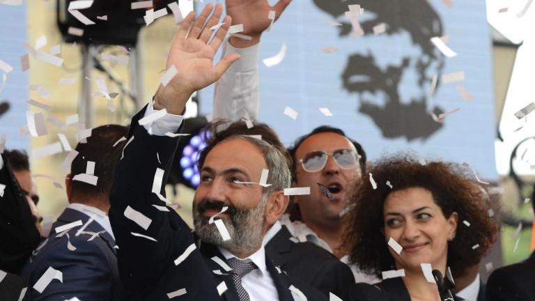 В Армения уволниха шефовете на полицията и спецслужбите
