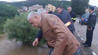 Пострадалите от наводнението в Роман могат да получат до 375 лв. еднократна помощ