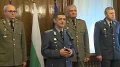 Армията извозила над 3300 души до бежанските центрове, заяви шефът на отбраната