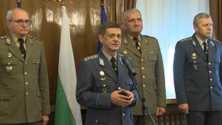 БСП се усъмниха в мотивите за оставката на генерал Попов