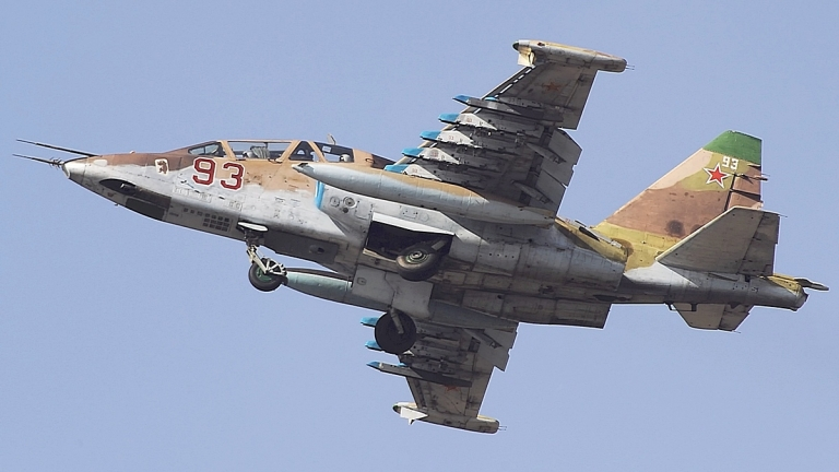 Ремонтът на самолетите СУ-25 е пред провал – беларуският завод е под санкции