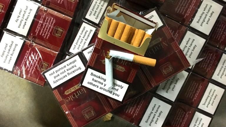 "Откриха 900 кутии цигари скрити зад ламперия в микробус на ""Дунав мост"""