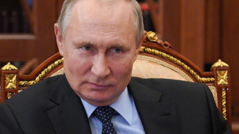 """Болсонару обсъжда с Путин купуването на """"Спутник V"""""""