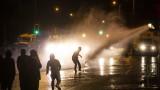 Поредна вечер на сблъсъци в Белфаст, полицията употреби водни оръдия