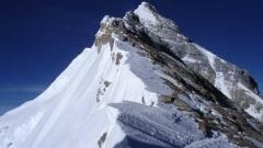 Еверест се е изместил с 3 см след земетресението