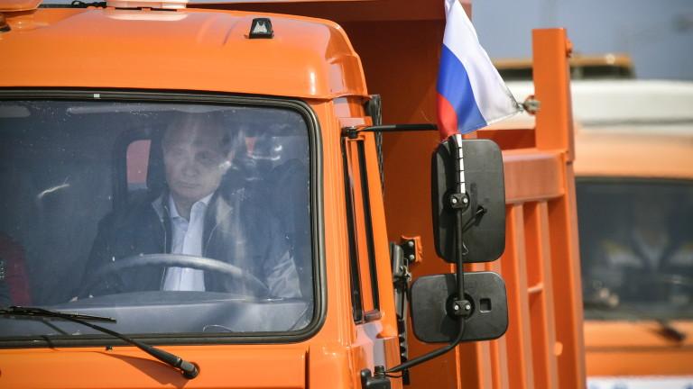 Владимир Путин взе участие в откриването на автомобилната част на
