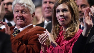 Бащата на Борис Джонсън не се извини за нарушението, защити пътуването си до Гърция