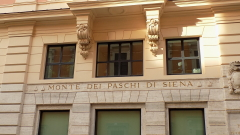 Италия продава най-старата си банка, но рискува трус в управлението