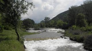 Река Шугла заля няколко моста в Монтанско