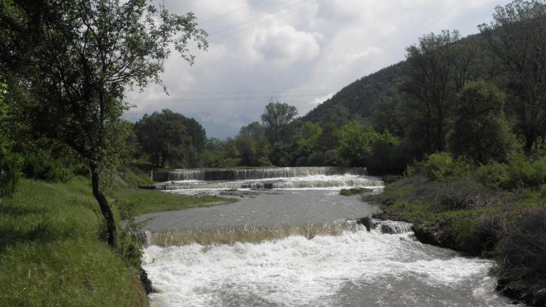 Река със задръстено корито плаши жителите на Монтана