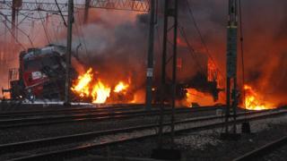 Два влака се запалиха след сблъсък в Полша