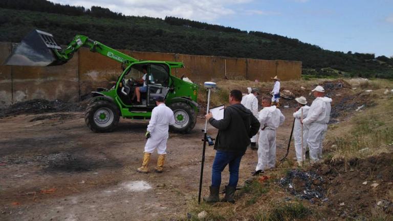 Действията по откриването на незаконно загробен боклук край Червен бряг