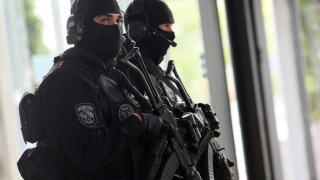 Откриха взривни вещества в обискиран апартамент в Ботевград
