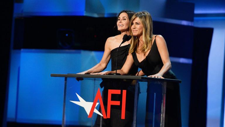 """Дженифър Анистън и Кортни Кокс имат желание да продължат историята на """"Приятели"""""""