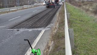 Ремонтират близо 12 км пътища в Харманли