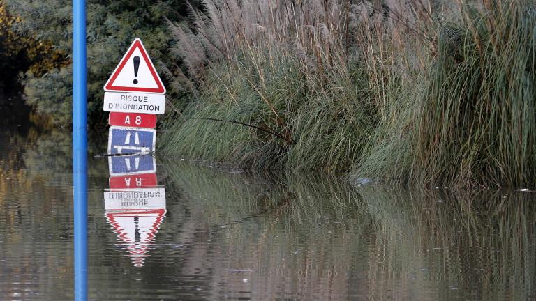 Трета жертва взе силната буря в Югозападна Франция, съобщи AFP.