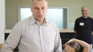 Курумбашев тръгна на избори с рози и целувки