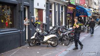 Простреляният в Нидерландия журналист е в критично състояние