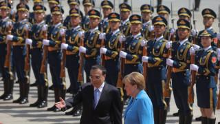 Меркел обсъжда търговията, техниката и правата на човека в Китай