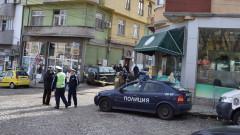Полицаи помогнаха на семейство в беда в Кърджали