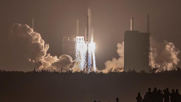 Китай изстреля първия модул от новата си космическа станция