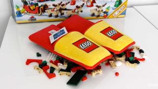 Специални пухкави чехли са спасението срещу LEGO