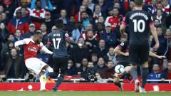 """Арсенал без проблеми срещу Евертън, четвърта поредна победа за """"топчиите"""""""