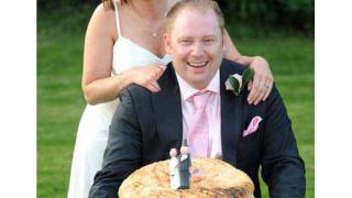 """Огромен чийзбургер поднесоха младоженци - любители на """"бързата храна"""""""