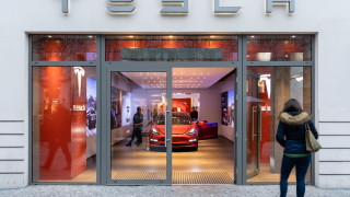 Tesla за едва четвърти път в историята си е на печалба. И това изстреля акциите ѝ с 21%