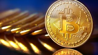 След историческото рали bitcoin може да бъде изправен пред 25-30% спад в цената си