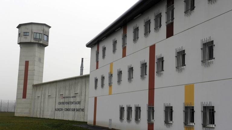 Надзиратели блокираха 18 затвора във Франция след нападението