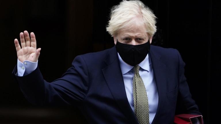 Борис Джонсън се е самоизолирал заради контакт със заразен депутат