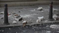 Срутиха се късове от фасада на сграда в центъра на Хасково