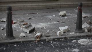 Десетки паднали дървета и ламарини, счупени витрини от вятъра в София