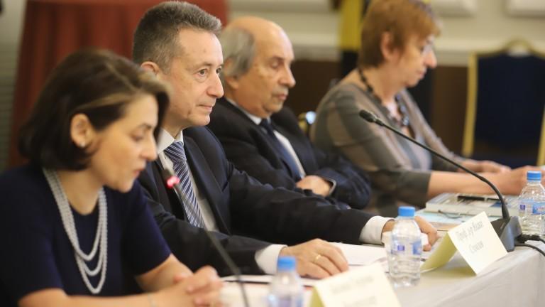 Янаки Стоилов предупреди за опасност от конституционна инфлация