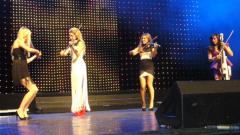 Bond свириха в София на празна сцена