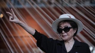 Йоко Оно е приета в болница