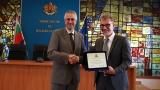 ММС отличи швейцареца Марк Летау за приноса му към младежта и спорта в България