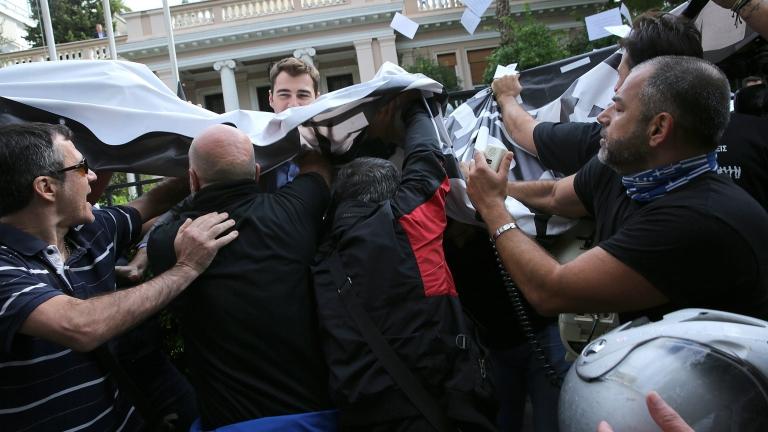Шестима задържани при протест на гръцки анархисти срещу посещението на Обама