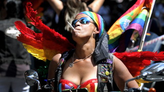 150 хил. души участваха в гей парада в Ню Йорк, други милиони го наблюдаваха