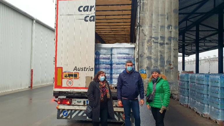 В хърватския град Петриня пристигна първият тир с минерална вода,