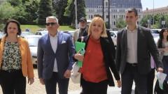 Мая Манолова: Опонентите ни стреляха срещу нас с халосни патрони