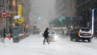 100 000 домакинства на тъмно заради лошото време в САЩ