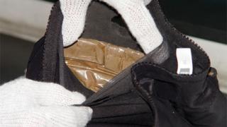 Откриха хероин за 100 хил.лв. в подметките на маратонки