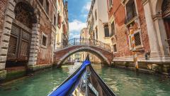 Дългият, бавен залез  на Венеция