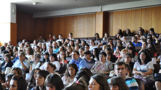 Приемаме вече 1000 наши сънародници за обучение във ВУЗ