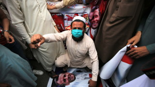 """Пакистанци протестираха срещу Макрон, в Исламабад студенти са готови """"да умрат за честта на пророка"""""""