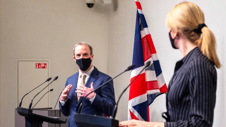Рааб: Британия иска добри отношения с Китай, но ценностите са на първо място