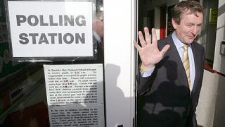 """В Ирландия """"сглобяват"""" коалиционно правителство"""