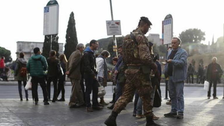 34-годишен войник е бил намушкан в шията и гърба с